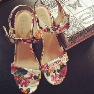 Shoes - Adorable Floral 🌸 Wedge Sandal Heels